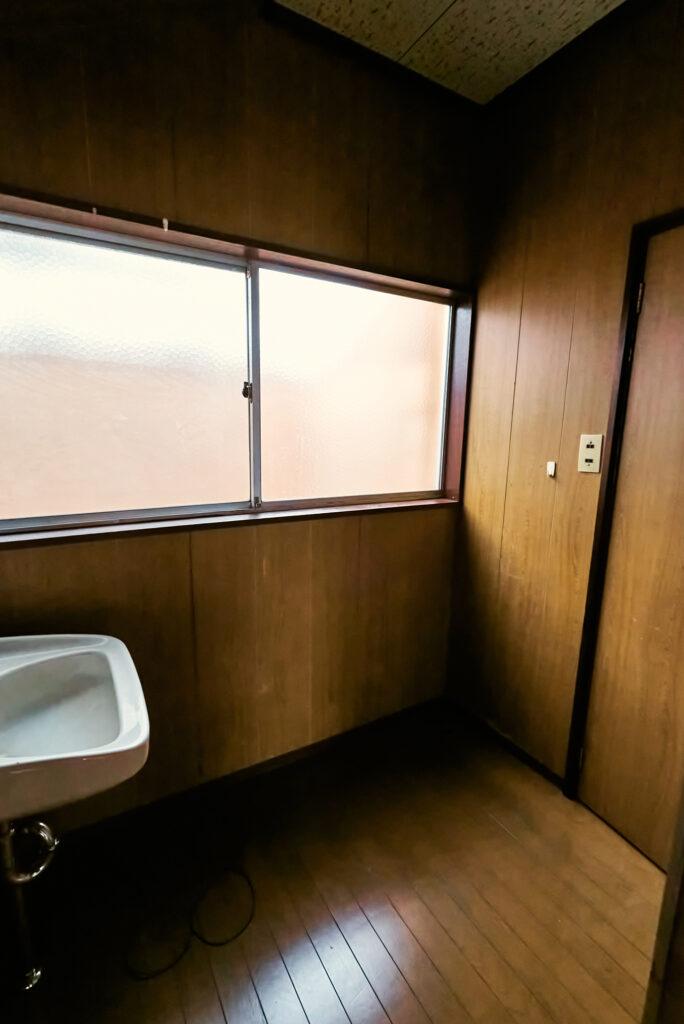古い家の洗面所ビフォー2
