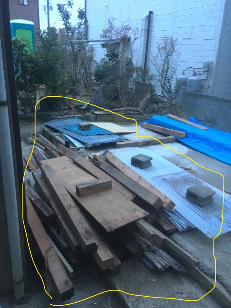 小屋解体の廃材