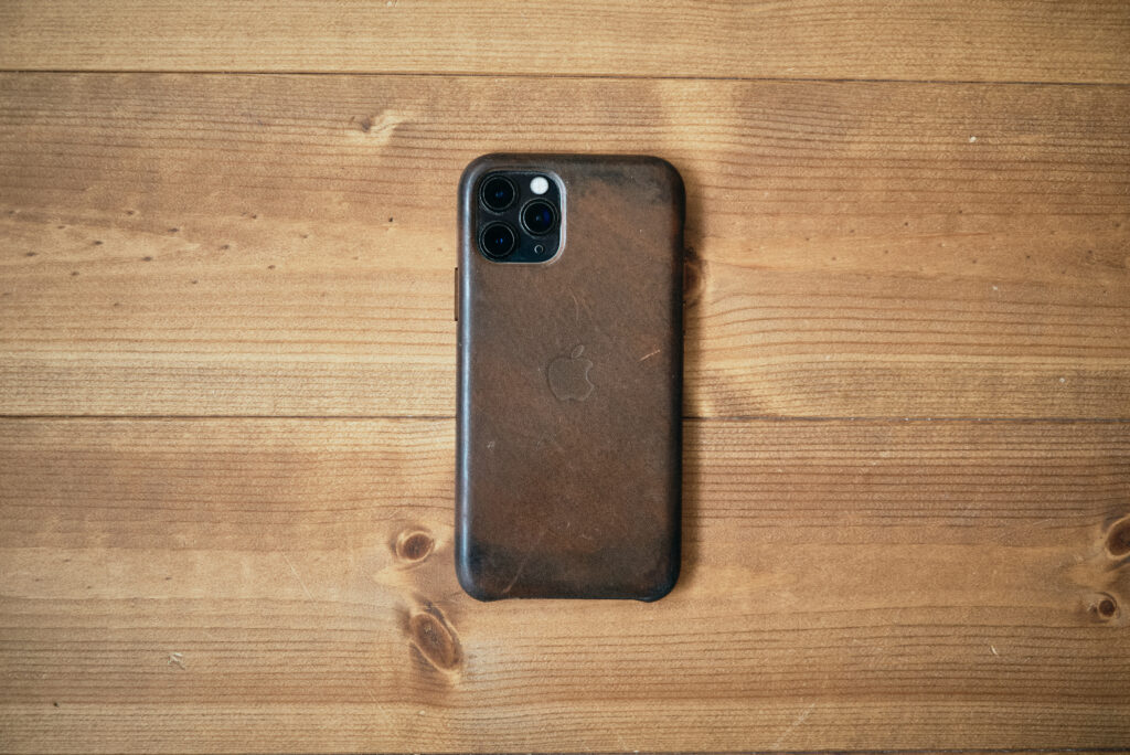 iPhone純正レザーケース経年変化