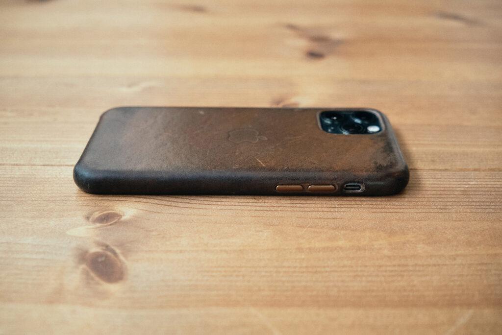 iPhone純正レザーケース経年変化4