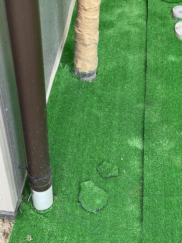 簡単に切れる人工芝