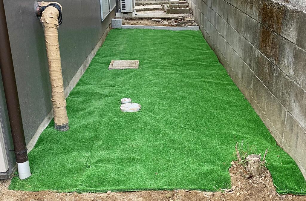 防草シート無しで人工芝を敷き詰めてみる